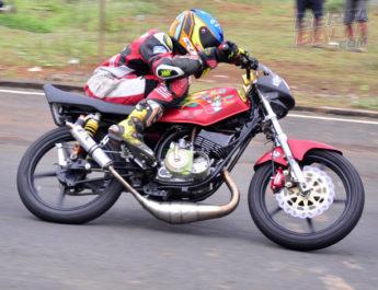 "Bongkar Mesin RX King ""Koh'e Speed Cepu"" Terkencang di Gadhuro Road Race Semarang (24 Maret)"