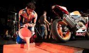 Tonton Video Marc Márquez Melukis Pake Motor