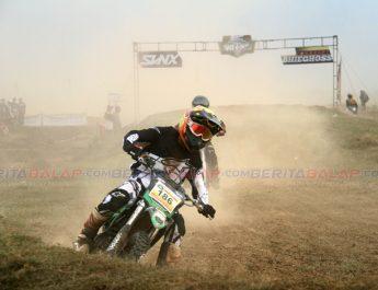 Pembalap Road Race, Hendra Axo Rebut JU Lokal Indramayu Gelaran SVNX SAC Open Grasstrack 2020